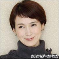 この画像のページは「ボブ&ショートヘアで魅せる!安田成美さんのキュートな髪型まとめ」の記事の12枚目の画像です。安田成美さんのショートヘア画像①ボブヘアの時と、前髪の感じは同じですが、ショートヘアにするとぐっと大人の色気が増しますね。 色っぽい中にも、可愛さが混在しているところが、安田成美さんの魅力です。 大きめのタートルネックでも、このくらい短い髪型ですと、うまく着こなせますね。関連画像や関連まとめも多数掲載しています。 Short Bob Hairstyles, Hairstyles With Bangs, Short Hair With Bangs, Short Hair Styles, Mom Haircuts, Short Cuts, Pixie Cut, Hair Designs, Hair Cuts