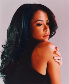 This is a tribute page to singers: Selena Quintanilla (1971-1995), Aaliyah…
