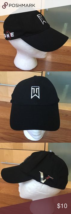 Men's Nike Tiger Woods Golf Hat Cap Flexfit Hello, this is a very nice men's Tiger Woods Nike hat. It is in excellent condition! Flex fit, one size fits all. Please send me any questions, thanks! Nike Accessories Hats