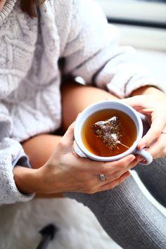 cocooning à la maison avec une tasse de thé