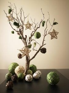 alternative to the holiday tree and toppers, christmas decorations, seasonal holiday decor, Simplify with style Creative Christmas Trees, Holiday Tree, Christmas Decorations To Make, Christmas Crafts, Green Christmas, Winter Holiday, Christmas Stairs, Homemade Decorations, Minimal Christmas