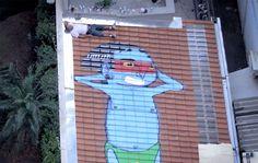 Obra do artista Cranio, grafiteiro paulista famoso por espalhar esses marcantes personagens nos mais curiosos lugares de São Paulo.