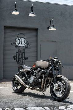 Deus Ex Machina's Milan workshop gives the XJR1300 a stunning makeover. Get the full story on this Yamaha-commissioned build at http://www.bikeexif.com/yamaha-xjr1300-deus