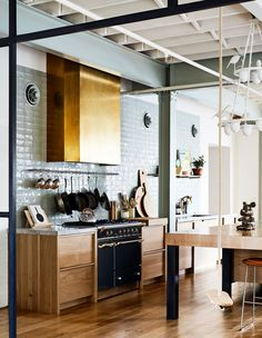 A Jaw-Dropping Apartment In Australia's First Warehouse Conversion A family home like no other! Welcome to the awe-inspiring world of interior designer Mardi Ola in South Yarra. Farm Kitchen Ideas, Rustic Kitchen, Kitchen Decor, Diy Kitchen, Warehouse Kitchen, Warehouse Apartment, Kitchen Hoods, Kitchen Cabinets, Kitchen Backsplash
