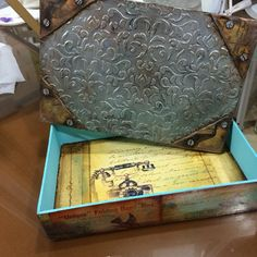 Caja con tapa símil metal