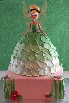 Night Baking: tinkerbell doll cake Freeze Freeze Cranna I love this ombre skirt! Tinkerbell Doll, Tinkerbell Party, Dolly Varden Cake, Fairy Birthday, Birthday Cake, Barbie Cake, Fairy Cakes, Dress Cake, Disney Cakes