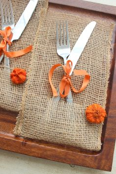 DIY No-sew burlap silverware holder perfect for fall entertaining and dressing the table with ease!