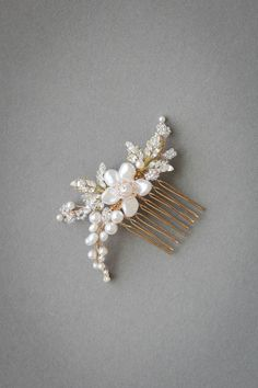 The Aries bridal hair comb is a beautifully balanced piece, handcrafted and designed for the modern romantic seeking a subtle yet detailed comb to