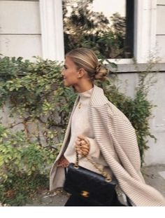 checkered blazer nude neutral minimal smart smart casual office attire city interview work ootd ootn dinner date sleek bun Chanel bag gold jewellery necklace Mode Outfits, Fall Outfits, Fashion Outfits, Womens Fashion, Ladies Fashion, Fashion Tips, Fashion Hacks, School Fashion, Chic Outfits