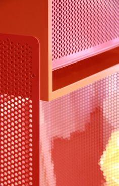 Bunte #Lochblech #Holz Kombination für -#Design-Möbel