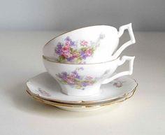 Tasses à thé anciennes en porcelaine  de Limoges par FrenchDecoChic