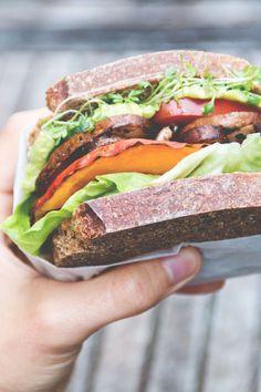 Veganes Club Sandwich mit Coleslaw | www.juyogi.com