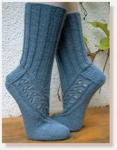 Kawaii Shoes, Geek Crafts, Textiles, Knitting Videos, Knitting Socks, Knit Socks, Beautiful Patterns, Ravelry, Sewing Crafts