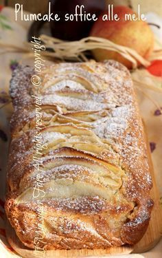 Very soft apple plumcake easy recipe - Ricette - Krapfen Apple Recipes, Sweet Recipes, Cake Recipes, Dessert Recipes, Tortilla Sana, Torte Cake, Plum Cake, Sweet Cakes, Ricotta