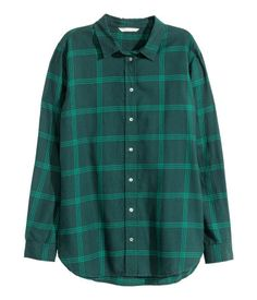 Straight-cut long-sleeved shirt in soft cotton flannel with a turn-down collar and rounded hem.