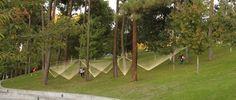 Paisaje y Arquitectura: Instalación Olivia propone siete pirámides invertidas hechas de hilo de algodón