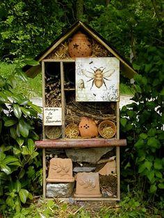 Lovely, lovely Mason bee setup!