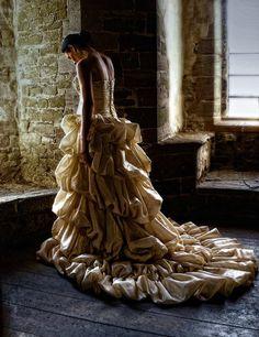 Back,Building,Deviant,Dress,Fashion,Gown,Photo,Ruffles,Sadness,Photomanipulation,