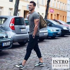 Be sure to check out @introfashion for more great fashion posts! @introfashion By @sandroisfree  #mensfashion_guide #mensguide