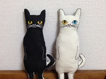 Tail of a cat stuffed toy (white cat or a black cat) Notice the white cat is an odd-eye!! So cute!