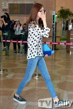 Yoona Airport Fashion, College Fashion, Airport Style, Yoona Snsd, Sooyoung, Snsd Fashion, Korean Fashion, Uniqlo Outfit, College Style
