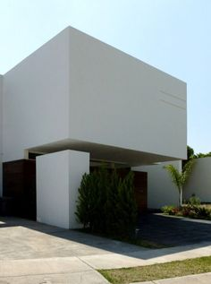 Las casas O son una serie de proyectos realizados en 2010 en colaboración con el arquitecto Rodolfo Gómez que, de varia forma, experimentan los conceptos de volumen flotante y la introspección hacia un patio interior de las viviendas entremedianeras.