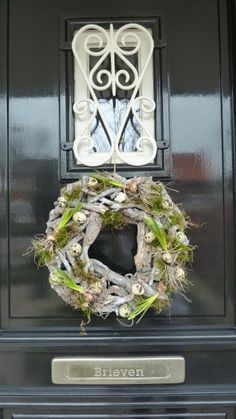 Frontdoor wreath spring