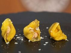 Receta | Caramelo de mango con foie - canalcocina.es Appetizer Recipes, Appetizers, Delicious Magazine, Good Foods To Eat, Food Decoration, Canapes, Catering, Vegetarian Recipes, Food And Drink