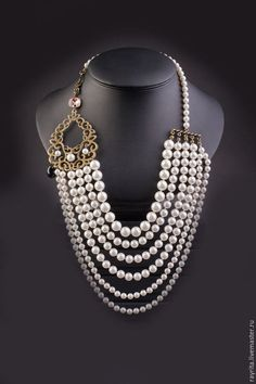 A pearl necklace is such a classic piece of jewelry that it works for almost any occasion. Pearls have an effortless elegance about them and can be dressed up or dressed down. Pearl Jewelry, Wedding Jewelry, Beaded Jewelry, Jewelery, Vintage Jewelry, Handmade Jewelry, Jewelry Necklaces, Bracelets, Pearl Necklaces