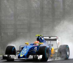 Sauber C35 2016: Felipe Nasr fez sua melhor corrida nesta temporada na @F1 O Brasileiro terminou o GP em 9º faturando os primeiros dois pontos da equipe que pasosu a Manor e deixou a lanterna da competição. @FelipeNasr chegou a ficar em 6º lugar durante a corrida debaixo da chuva e com carro inferior aos rivais mas se segurou dentro da faixa de pontuação. E mais: largou na 21ª posição! Apesar de mostrar seu talento o brasileiro ainda não está garantido na F1 em 2017. Ficamos na torcida...