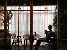 정리끝! 이제 놀러와 친구들아~ 💃🏻 #노박하우스 #인테리어 #리모델링 #interior #remodeling #funiture #인더스트리얼인테리어 #inderstrial #한남동 #조명 #lighting #kitchen #주방인테리어 #키친 #bedroom #surfing #surfboard #홈데코 #홈인테리어 #홈스타일링 #homedecor #homeinterior #homestyling #lofthouse #로프트하우스