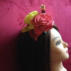 Black Hat Red Queen from Alice in the Wonderland, red, yellow, fascinator. #Minihat #veil #Carnival #Halloween #Christmas #ValentineDay #NewYear #costumeparty #minihats #Alice #AliceintheWonderland #MadHatter #minicylinder #cylinder #rabbit #RedQueen