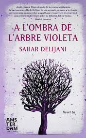 """""""Ambientada a l'Iran, després de la revolució islamista, és una novel·la fascinant, una celebració a l'anhel de llibertat del cor humà i una acusació punyent a la tirania"""""""