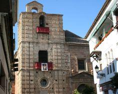 Iglesia de Santa María en Andújar (Jaén)  38· 2' 11'' N 4· 3' 18'' W  La construcción de este templo debió iniciarse en el siglo XIII, en estilo gótico. Durante el siglo XVI y primeros años del XVII, cambia sus formas y estructuras góticas por otras renacentistas y manieristas, realizándosele importantes reformas. Es de planta basilical, articulada en 3 naves de 4 tramos cada una.