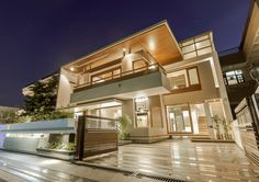 Architecture, amazing exterior lighting twin courtyard house modern decorating ideas with white and brown color Home Modern, Modern House Design, Architecture Art Nouveau, Architecture Design, Style At Home, Chandigarh, Dream House Interior, Modern Mansion, Courtyard House