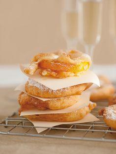 Hai mai pensato di friggere le arance dopo averle aromatizzate con buon vino bianco? Scopri la ricetta delle arance fritte al vino bianco di Sale&Pepe.
