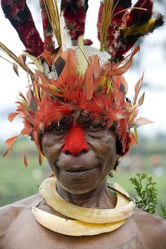 Mount Hagen Festival Singsing, Papua New Guinea by Eric Lafforgue Eric Lafforgue, We Are The World, People Around The World, Around The Worlds, Cultures Du Monde, World Cultures, Arte Tribal, Tribal Art, Arte Plumaria