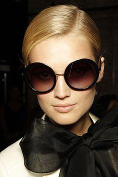 óculos de sol grande redondo                                                                                                                                                                                 Mais