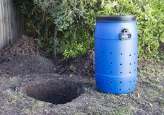 How To Make A DIY Dog Poo Compost - The Green Hub