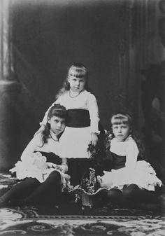 Princesses Marie, Victoria Melita, and Alexandra of Edinburgh, 1883 [in Portraits of Royal Children Vol.29 1882-1883] | Royal Collection Trust