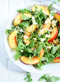 This arugula and nectarine salad with a fresh basil dressing is a gorgeous and delicious salad for summer or fall! The colours and flavours will definitely brighten up your menu! Gluten-free and vegetarian. Healthy Salad Recipes, Raw Food Recipes, Gourmet Recipes, Cooking Recipes, Nectarine Recipes Healthy, Healthy Meals, Vegetarian Recipes, Clean Eating, Lunches