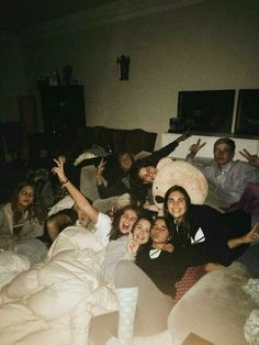 Boy And Girl Best Friends, Cute Friends, Group Of Friends, Party Friends, Cute Friend Pictures, Friend Photos, Best Friend Fotos, Best Friends Aesthetic, Teenage Dream