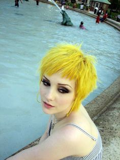 Seriously, I love the lemon yellow hair. WHY MY SKIN TONE NO COOPERATE?