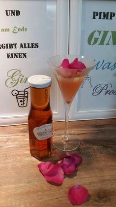 Sirup - Pimp your drink! - Rosenblüten-Sirup - ein Designerstück von Kraeuterkoerbchen bei DaWanda Pimp Your Drink, Gin, Kraut, Martini, Etsy, Drinks, Tableware, Glass, Dinnerware