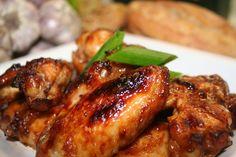 Nejprve si uděláme marinádu, smícháme worcester, sojovou omáčku, solamyl, kečup, hořčici, barbecue, papriku, citronovou šťávu a trošku vývaru.V... Nasi Bakar, Tandoori Chicken, Chicken Wings, Catering, Grilling, Barbecue, Food And Drink, Cooking Recipes, Treats