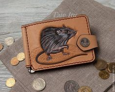 Items similar to leather money clip with a mouse on Etsy Leather Wallet Pattern, Handmade Leather Wallet, Diy Wallet, Wallet Tutorial, Minimalist Leather Wallet, Biker Leather, Wallets For Women Leather, Vintage Leather, Money Clip