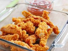 Crunchy Cereal Chicken Fingers recipe from Ree Drummond via Food Network (Served at a picnic for children. It was the kid's favorite recipe! Could serve with a ranch dip or dip recipe given by Ree. Kids Meals, Easy Meals, Food Network Recipes, Cooking Recipes, Chicken Finger Recipes, Recipe Chicken, Food Network Canada, Chicken Fingers, Chicken Nuggets