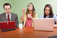 Es ist ein vielbeobachtetes Phänomen: Teams teilen so wenig Wissen wie möglich - mit zahlreichen negativen Folgen. Aber warum ist das so???  http://karrierebibel.de/herrschaftswissen/