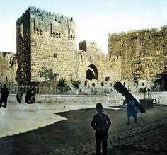 Autochromaufnahme einer Straße in Jerusalem von einem unbekannten Künstler. Anfang des 20. Jahrhunderts, Sammlung Roger-Viollet.