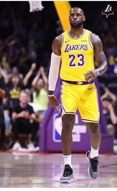 Basketball Classes Near Me Basketball Rules, Basketball Plays, Basketball Pictures, College Basketball, Lebron James Lakers, King Lebron James, King James, Nba Funny, Sports Today